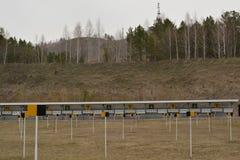 Campo de la radio de tiro del Biathlon en la primavera Fotografía de archivo libre de regalías