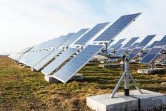 Campo de las baterías solares Imagenes de archivo
