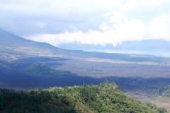 Campo de lava en el pie de un volcán inactivo Imagen de archivo libre de regalías