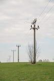 Campo de los polos de la electricidad de la electrificación fotografía de archivo