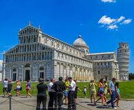 Campo de milagros - Duomo de Pisa y torre inclinada de Pisa Imagen de archivo