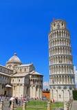 Campo de milagros - torre inclinada de Pisa y del Duomo Imagenes de archivo