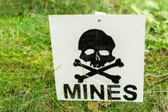 Campo de minas de advertência fotos de stock royalty free