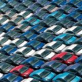 Campo de nuevos coches. Fotos de archivo