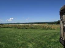 Campo de Pennsylvania y puerta de granero Fotos de archivo libres de regalías