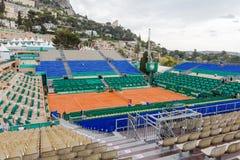 Campo de tênis da argila preparado para os finais de Monte-Carlo Rolex Masters Foto de Stock