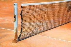 Campo de tenis con la red Imagen de archivo libre de regalías