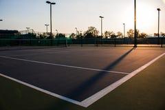 Campo de tenis por la tarde Imagen de archivo