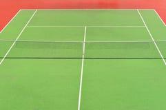 Campo de tenis rojo y verde Fotografía de archivo libre de regalías