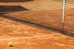 Campo de tenis vacío Imágenes de archivo libres de regalías