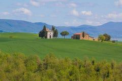 Campo de Toscana cerca de Pienza, Italia fotos de archivo