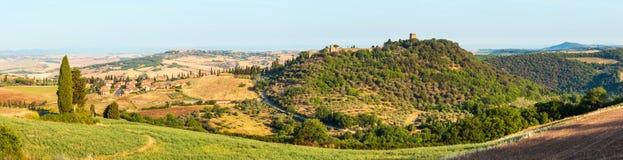 Campo de Toscana, Montepulciano, Italia foto de archivo