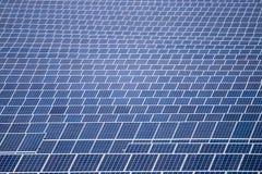 Campo dei pannelli solari Fotografie Stock Libere da Diritti