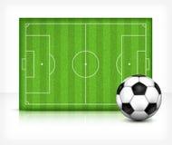 Campo del balompié (fútbol) con la bola Foto de archivo libre de regalías