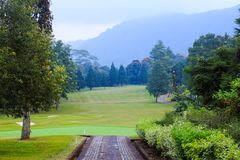 Campo del centro turístico del golf en Bedugul, Bali, Indonesia imagenes de archivo