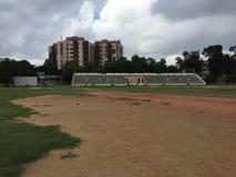 Campo del cricket con la galleria fotografia stock
