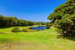Campo del golf - isla Praslin Seychelles Imagenes de archivo