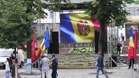 Campo del manifestante delante del edificio de la presidencia en el Moldavia, Chisinau almacen de video