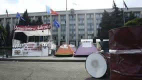 Campo del manifestante en el centro de Chisinau, el Moldavia almacen de metraje de vídeo