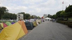 Campo del manifestante en el centro de Chisinau, el Moldavia almacen de video