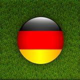 Campo del modelo de la hierba verde del fútbol con la bandera de Alemania Foto de archivo libre de regalías
