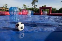 Campo del partido de fútbol de la bola de Zorb con la bola imagen de archivo libre de regalías