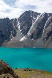 Campo dell'alpinista nel lago ala-Kul nel Kirghizistan Fotografia Stock Libera da Diritti
