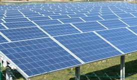 Campo delle batterie solari Immagini Stock
