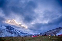 Campo di Baidang sotto il Mt MaKaLu nel Tibet Immagine Stock