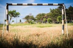 Campo di calcio abbandonato fotografie stock libere da diritti