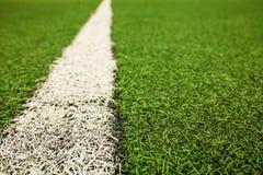 Campo di calcio artificiale verde dell'erba I precedenti verdi Fotografie Stock