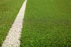 Campo di calcio artificiale verde dell'erba I precedenti verdi Immagini Stock