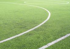 Campo di calcio, centro ed attività collaterale, fatti da prato inglese sintetico Fotografie Stock Libere da Diritti