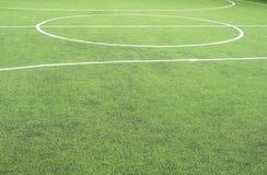Campo di calcio, centro ed attività collaterale, fatti da prato inglese sintetico Immagine Stock