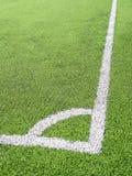 Campo di calcio, centro ed attività collaterale, fatti da prato inglese sintetico Fotografia Stock Libera da Diritti