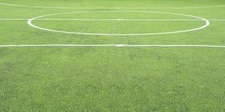 Campo di calcio, centro ed attività collaterale, fatti da prato inglese sintetico Immagini Stock Libere da Diritti
