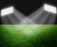Campo di calcio con gli indicatori luminosi luminosi Immagini Stock Libere da Diritti