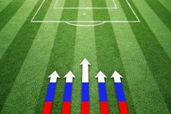Campo di calcio con le frecce illustrate bandiera della Russia Fotografia Stock Libera da Diritti