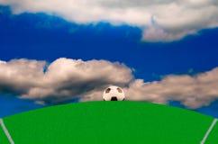 Campo di calcio con una palla Fotografia Stock Libera da Diritti