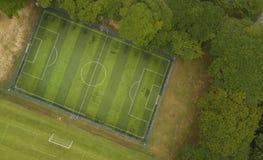 Campo di calcio dalla vista di occhio di uccello Fotografie Stock Libere da Diritti