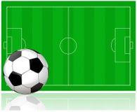 Campo di calcio e pallone da calcio Immagini Stock Libere da Diritti
