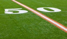 Campo di football americano - linea delle yard 50 Fotografie Stock