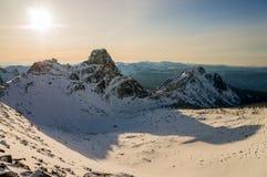 Campo di neve nelle montagne Fotografie Stock