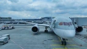 Campo diritto dell'aeroporto dell'aeroplano video d archivio