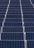 Campo dos painéis solares 2 Foto de Stock Royalty Free