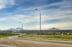 Campo e cielo blu verdi del paesaggio Fotografie Stock