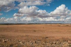 Campo e cielo nuvoloso, Marocco Fotografia Stock