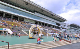 Campo e costruzione del club di corsa di cavalli di Hong Kong Fotografie Stock Libere da Diritti