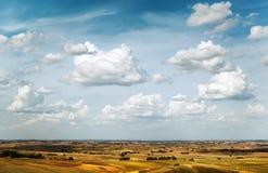 Campo e nuvole fotografia stock libera da diritti