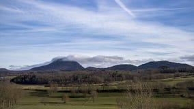 Campo e Puy de Dome Fotografia de Stock Royalty Free
